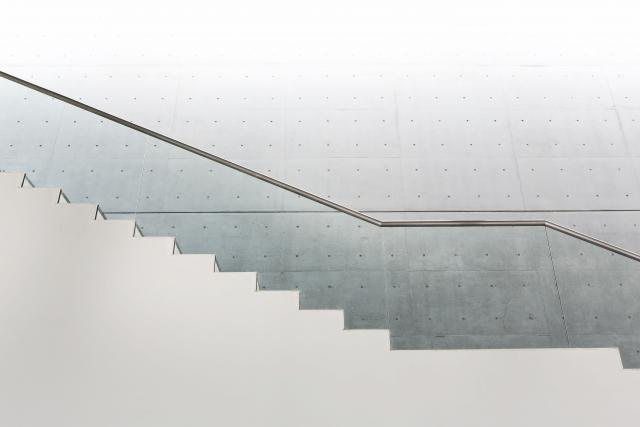 アパート経営開始!買うべきは4階建てEVなし階段のみ物件?