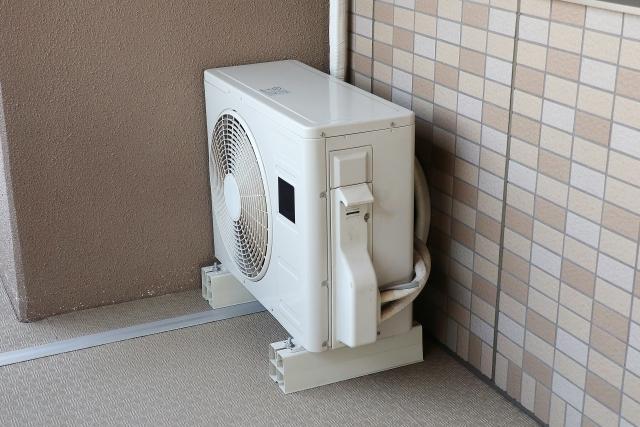 エアコン室外機のドレンホースの劣化補修・防止対策について