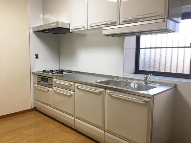 キッチンの吊り戸棚を撤去する場合の撤去費用はいくら?