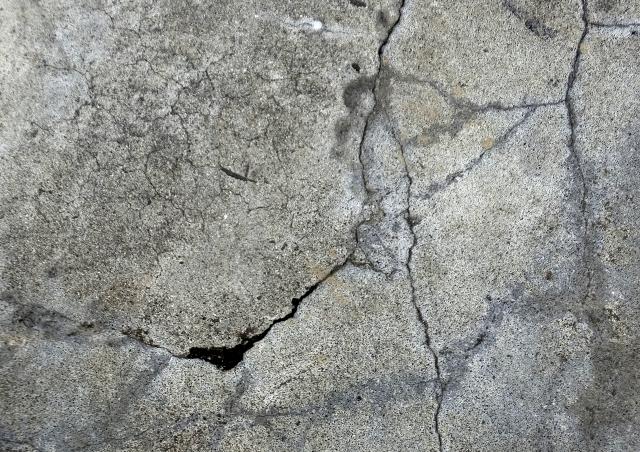駐車場のコンクリートのひび割れ補修!大家はどうするべき?