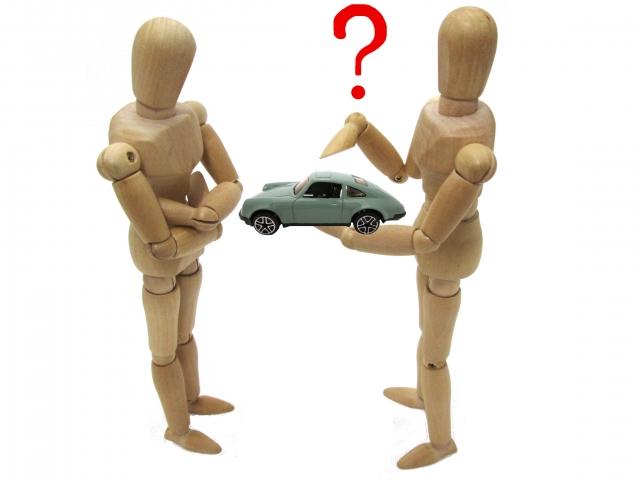 駐車場で自分の車に何か当たる音が!様々なトラブル例の紹介