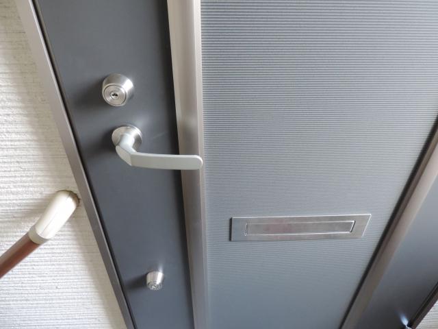 アパートのドアにある郵便受けにトラブルがつきものな理由