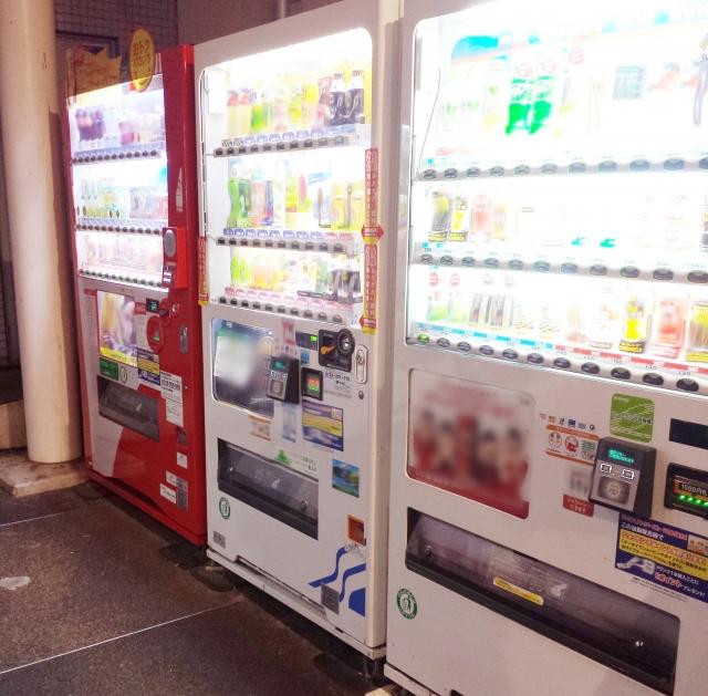 自販機の設置にかかる費用やジュースの原価はどのくらい?