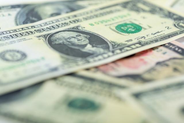 通貨の価値が低いことによって起こりうることとは?