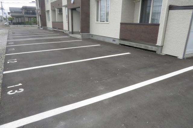 アパートの駐車場に無断で駐車されたら!?適切な対処法とは