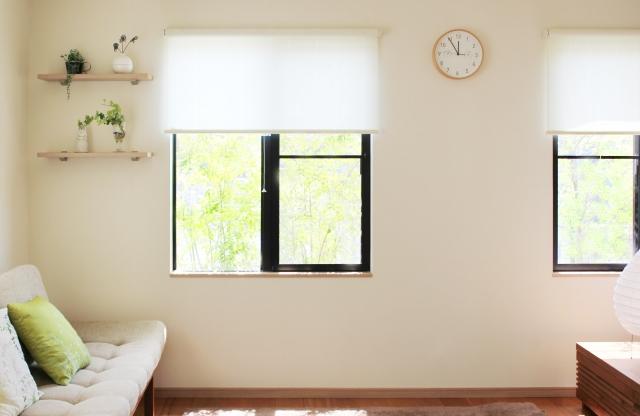 窓ガラスや家具にシールが!きれいな剥がし方が知りたい!