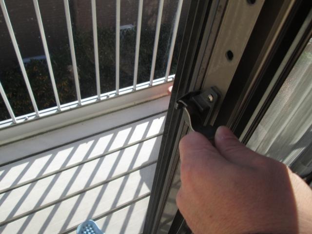 窓に補助鍵をつけて防犯効果を上げる!おすすめの補助鍵は?
