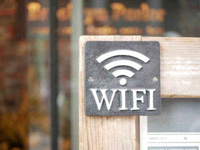 コミュファ光でWi-Fiを使う方法!ルーターや中継器は必要?