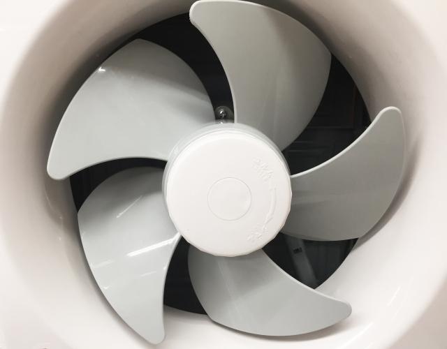 窓用換気扇で強力排気!空気のきれいなお部屋にしよう