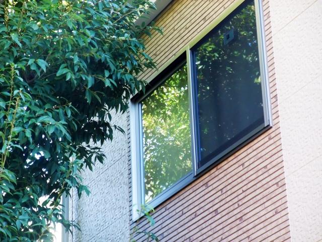 窓の補助鍵は100均のものでも防犯対策に十分有効!