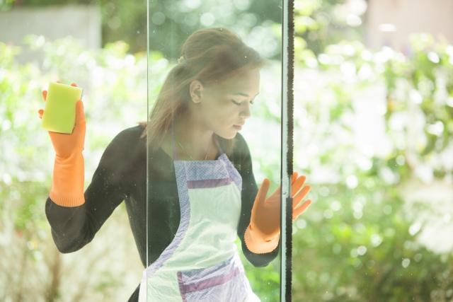 面倒な窓掃除を簡単に!洗剤がなくても代用できるものご紹介