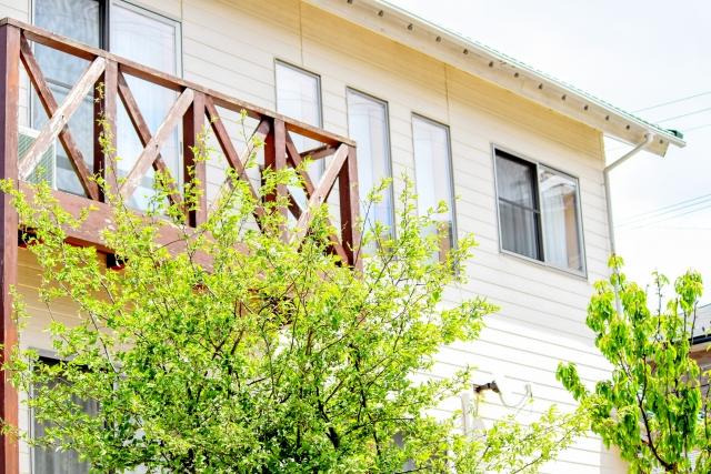 外壁のサイディングで木目調を縦張りにする際の注意点とは