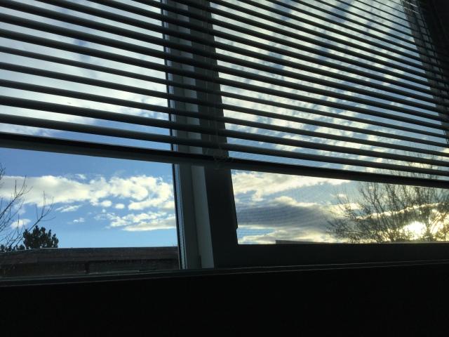 窓シャッターとブラインドの融合・ブラインドシャッターとは