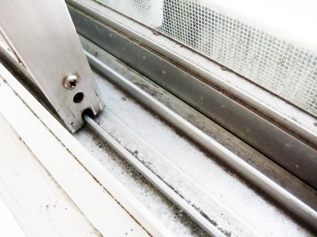 窓サッシレールやゴムパッキンにカビが!カビとり方法と対策