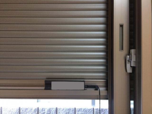 窓にシャッターをつけると防音や防犯対策になる?