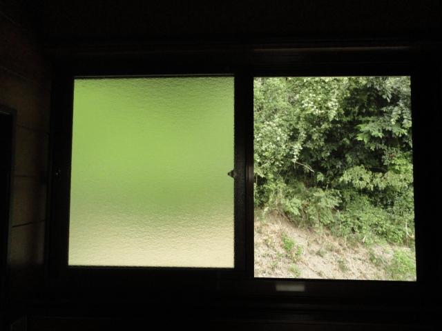 泥棒を入れさせない!窓のストッパーで防犯対策!