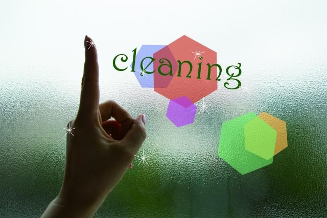 家庭にあるものを使って!窓ガラスについた水垢の落とし方