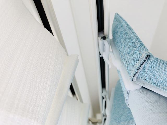 窓に取り付けたカーテンが閉まらない?あれの修理が必要かも