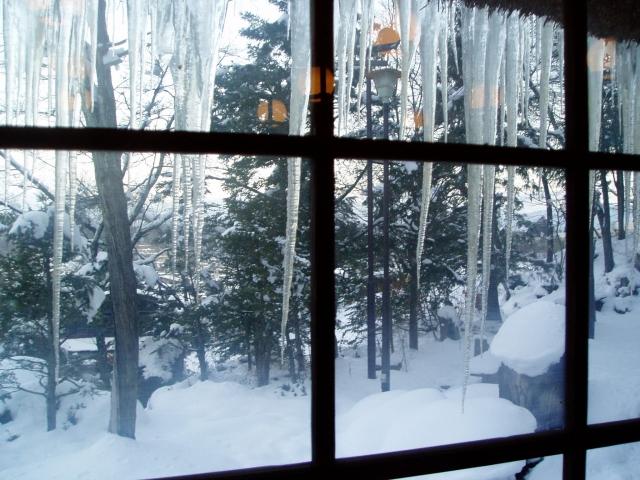 窓からの冷気を遮る!おすすめの断熱シートやボードは?