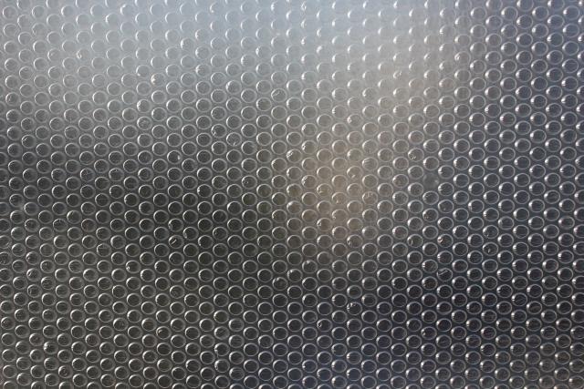 窓に貼り付けよう!プチプチを使用した断熱対策