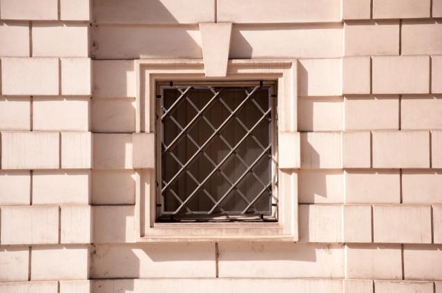 窓に防犯性の高い面格子を!安全でおしゃれな面格子のご紹介