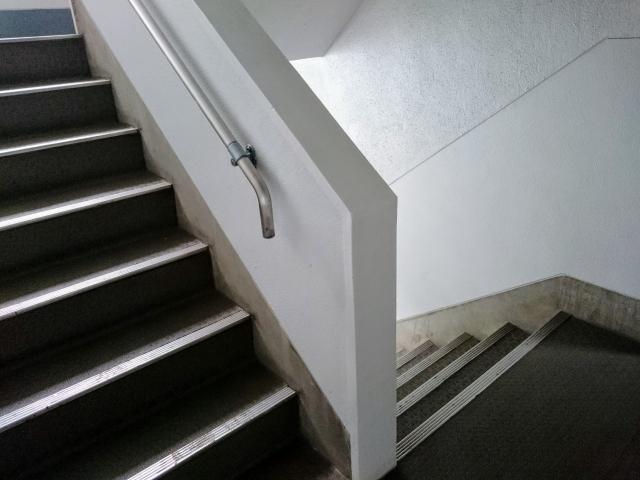 見落としがちな共同住宅の階段の蹴上や踏み面をチェック!