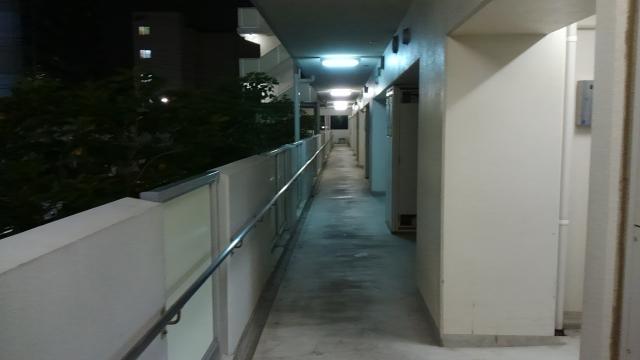 アパートの騒音トラブルは夜に起きやすい!足音の対策法は?