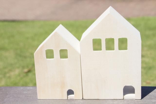 二世帯住宅の表札はどうする?並びの配置やその他のポイント