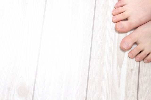 住宅のフローリングのきしみの原因と修理方法